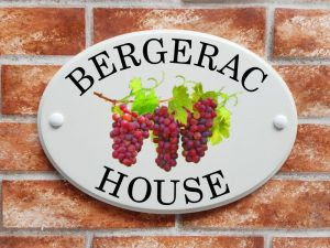 Red grapes on the vine house plaque