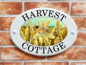 Harvest mouse and ears of wheat house plaque